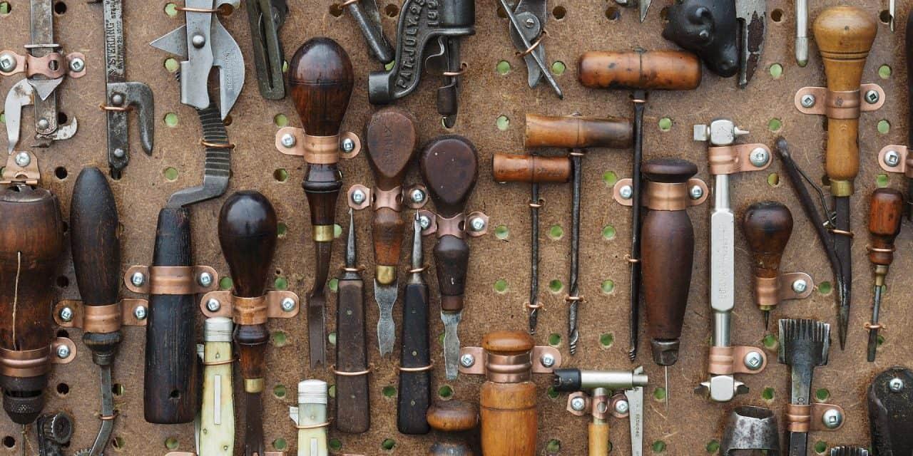 Clean Garden Tools Properly – DIY Kit